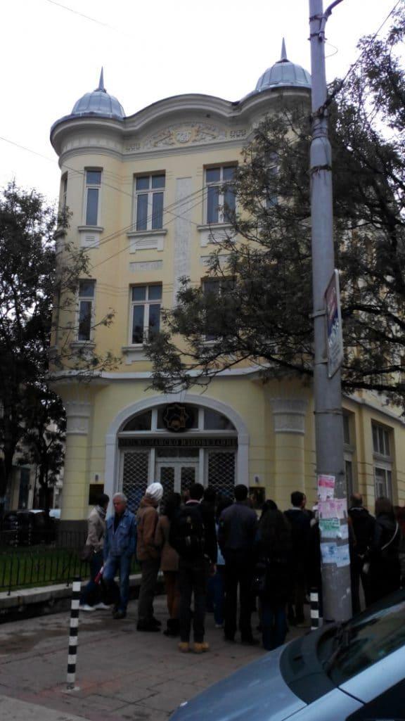 А това е последният обект от нашата обиколка. Къщата, строена някога от македонския бежанец Димитър Станишев, се намира в самото начало на пешеходната част от ул. Пиротска. Днес там е канцеларията на мюсюлманското вероизповедание в България.